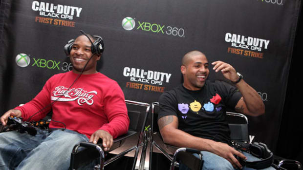 Call of Duty: Black Ops   First Strike | Grudge Match With Arian Foster & Maurice Jones Drew