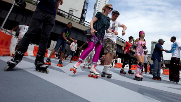 uniqlo-high-line-roller-skate-rink-18