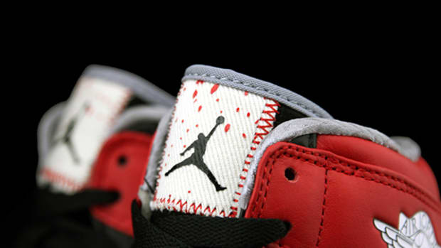 dave-white-air-jordan-1-wings-00