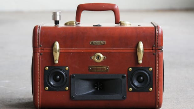 case-of-base-recycled-vintage-suitcase-boombox-01