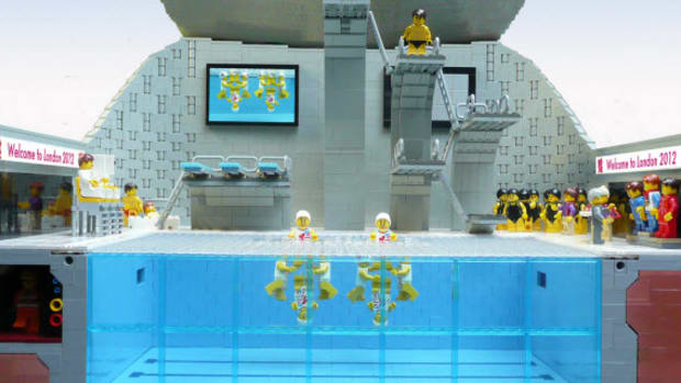 lego-2012-london-olympics-aquatic-center-by-bricks-for-brains-0