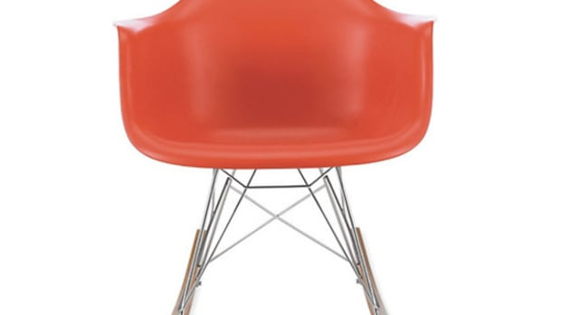 herman-miller-eames-molded-plastic-chair-01