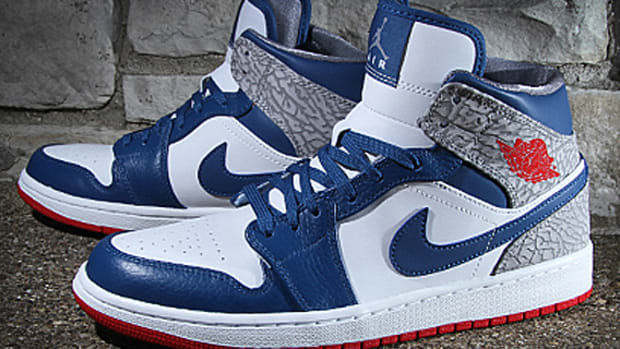 air-jordan-1-mid-true-blue-554724-107-01