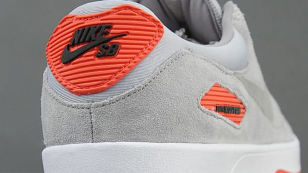 nike-sb-koston-x-heritage-metallic-silver-medium-grey-sunburst-00