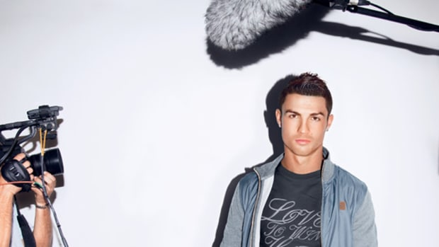 nike-soccer-cr7-cristiano-ronaldo-signature-collection-fall-winter-2012-lookbook-02