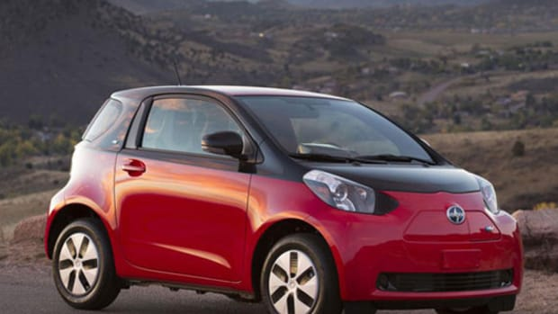 2013-scion-iq-ev-01