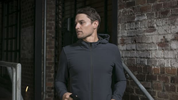 mission-workshop-zurich-softshell-hoodie-01