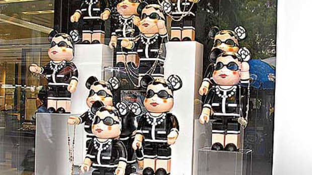 MEDICOM TOY x CHANEL - 1000% BE@RBRICK @ CHANEL Stores - 0