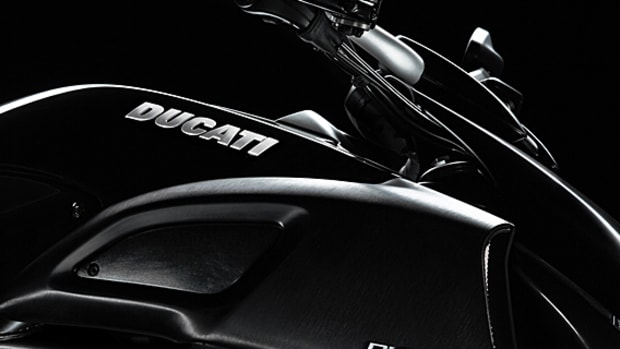 ducati-diavel-carbon-01
