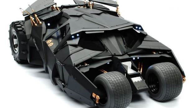 hot-toys-batmobile-model-01
