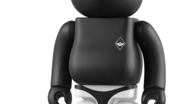 MEDICOM TOY CO x SURRENDER 100% & 400% BE@RBRICK