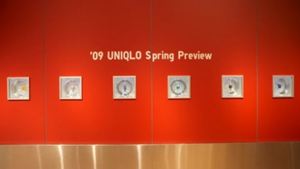 UNIQLO Glass Box Spring 2009 Collection Installation