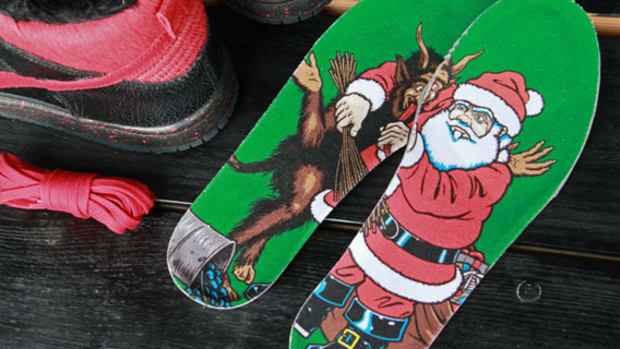 sean-cliver-nike-sb-dunk-high-krampus-pack-available-01