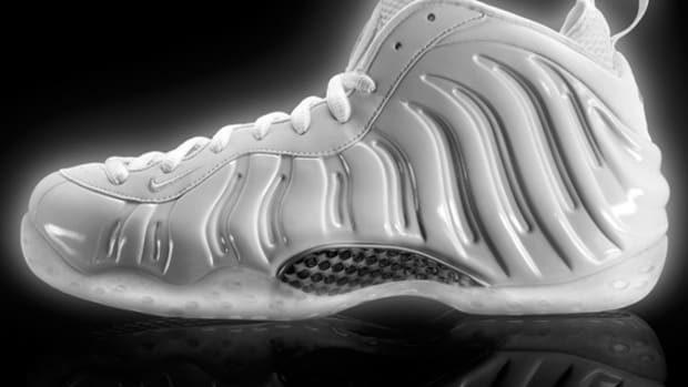 nike-air-foamposite-one-white-314996-100-01