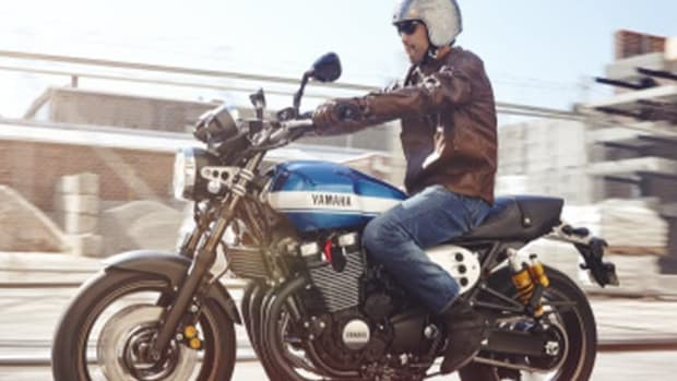 2015-Yamaha-XJR1300-EU-Power-Blue-Action-0