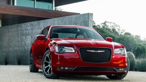 2015-chrysler-300-01