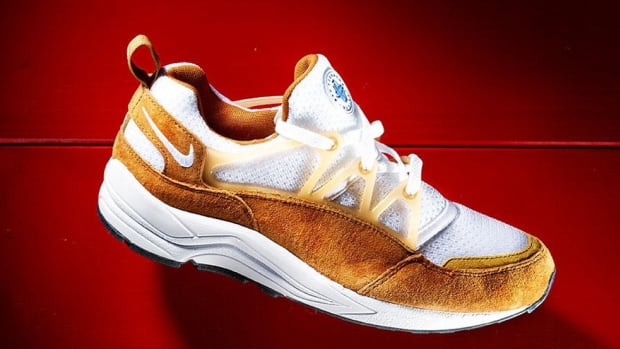 nike-air-huarache-light-og-dark-curry-00