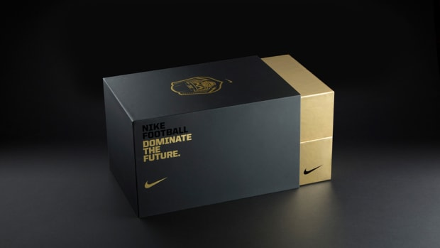 nike-the-opening-invite-package-00