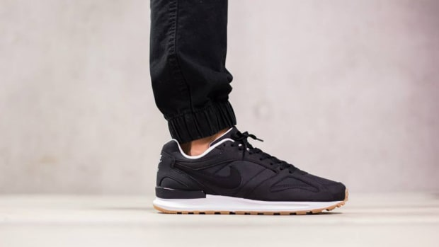 nike-air-pegasus-new-racer-black-white-00