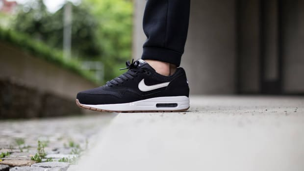 nike-air-max-1-essential-black-white-00