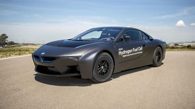 bmw-unveils-i8-hydrogen-fuel-cell-prototype-00
