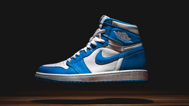 air-jordan-1-retro-high-og-powder-blue-00