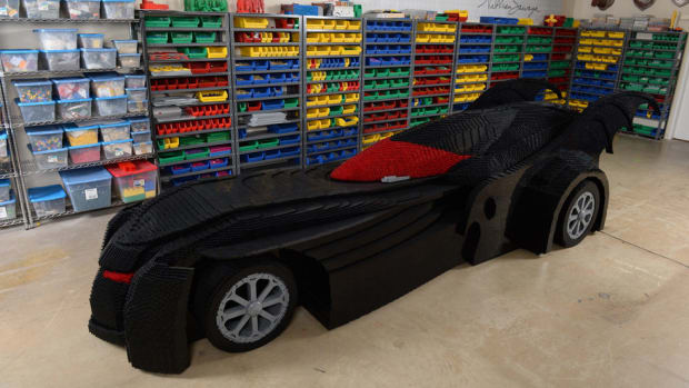 check-out-the-worlds-largest-lego-batmobile-00