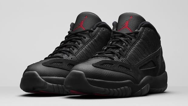 air-jordan-11-retro-low-black-cat-00