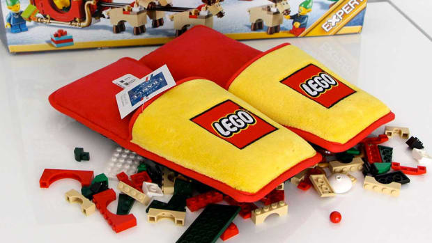lego-slippers-00