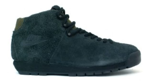 nike-air-magma-black-dark-loden-0