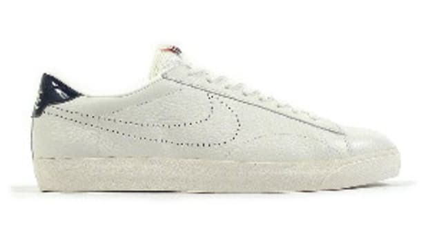nike-tennis-classic-ac-nd-white-navy-0