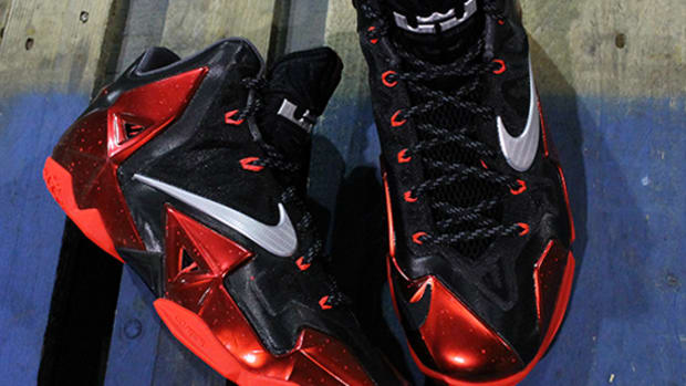 nike-lebron-xi-away-main