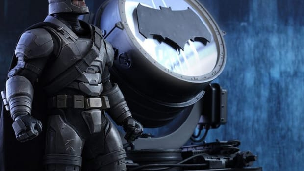 scale-armored-batman-figure-hot-toys-0.jpg