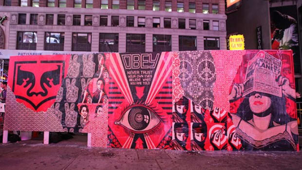 shepard-fairey-obey-levis-time-square-live-art-35