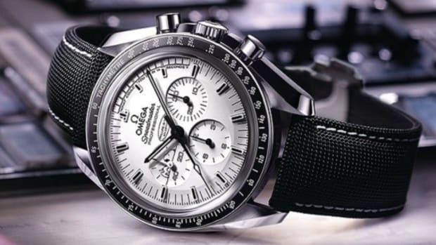omega-speedmaster-apollo-13-silver-snoopy-award-watch-limited-edition-1