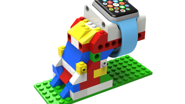 apple-watch-dock-out-of-lego-1.png