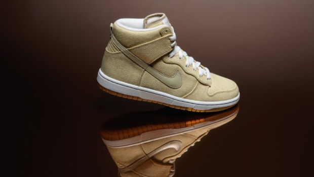 nike-x-maharam-dunk-high-holiday-2010-01