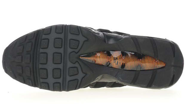 nike-air-max-95-black-total-orange-05