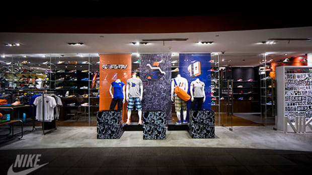 nike-sportswear-shanghai-display-01