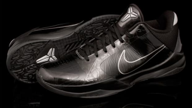 nike-zoom-kobe-v-blackout-5
