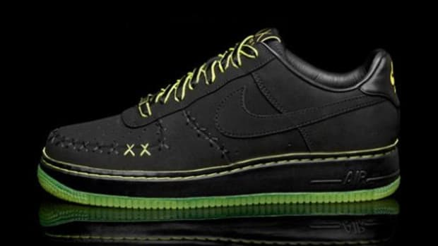 Nike x KAWS - 1World Air Force 1 - 0