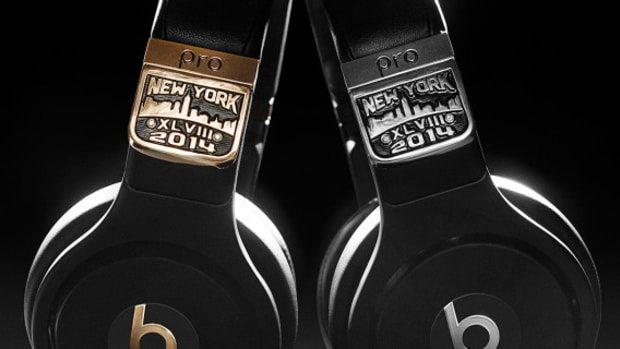 graff-diamonds-x-beats-by-dr-dre-pro-headphones-super-bowl-XLVIII-01