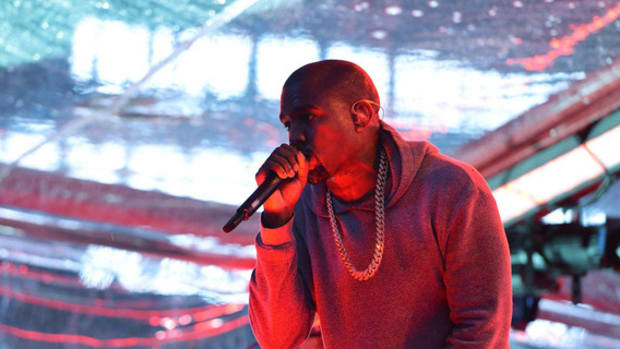 kanye-west-performin-in-nyc