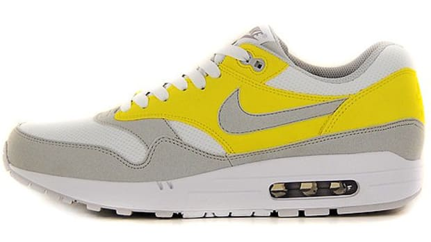 air-max-1-vibrant-yellow-308866-102-03