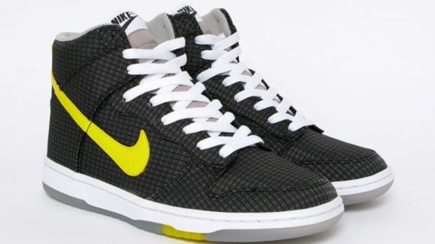 Nike-WMNS-Dunk-Hi-Skinny-Black-Yellow-1