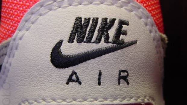 nike-air-pegasus-white-infrared-4