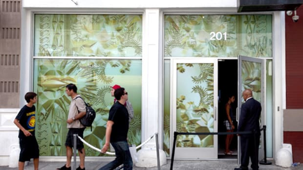 kanye-west-jay-z-watch-the-throne-pop-up-shop-00