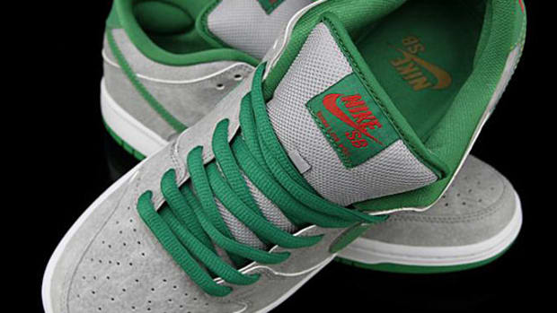 nike-dunk-low-premium-sb-matt-silver-classic-green-varsity-red-01