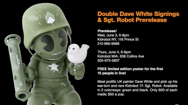 dave-white-kidrobot-signing-event-01