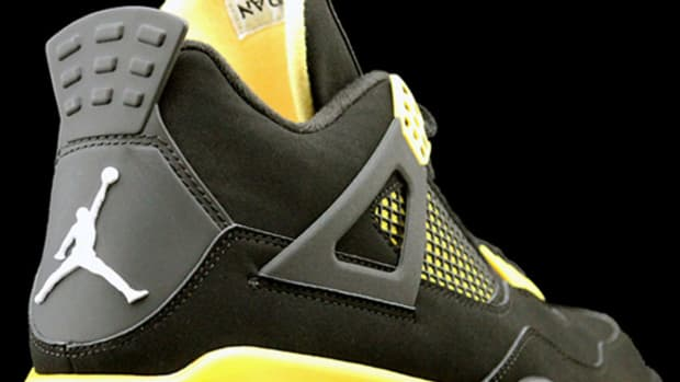 air-jordan-iv-thunder-2012-00